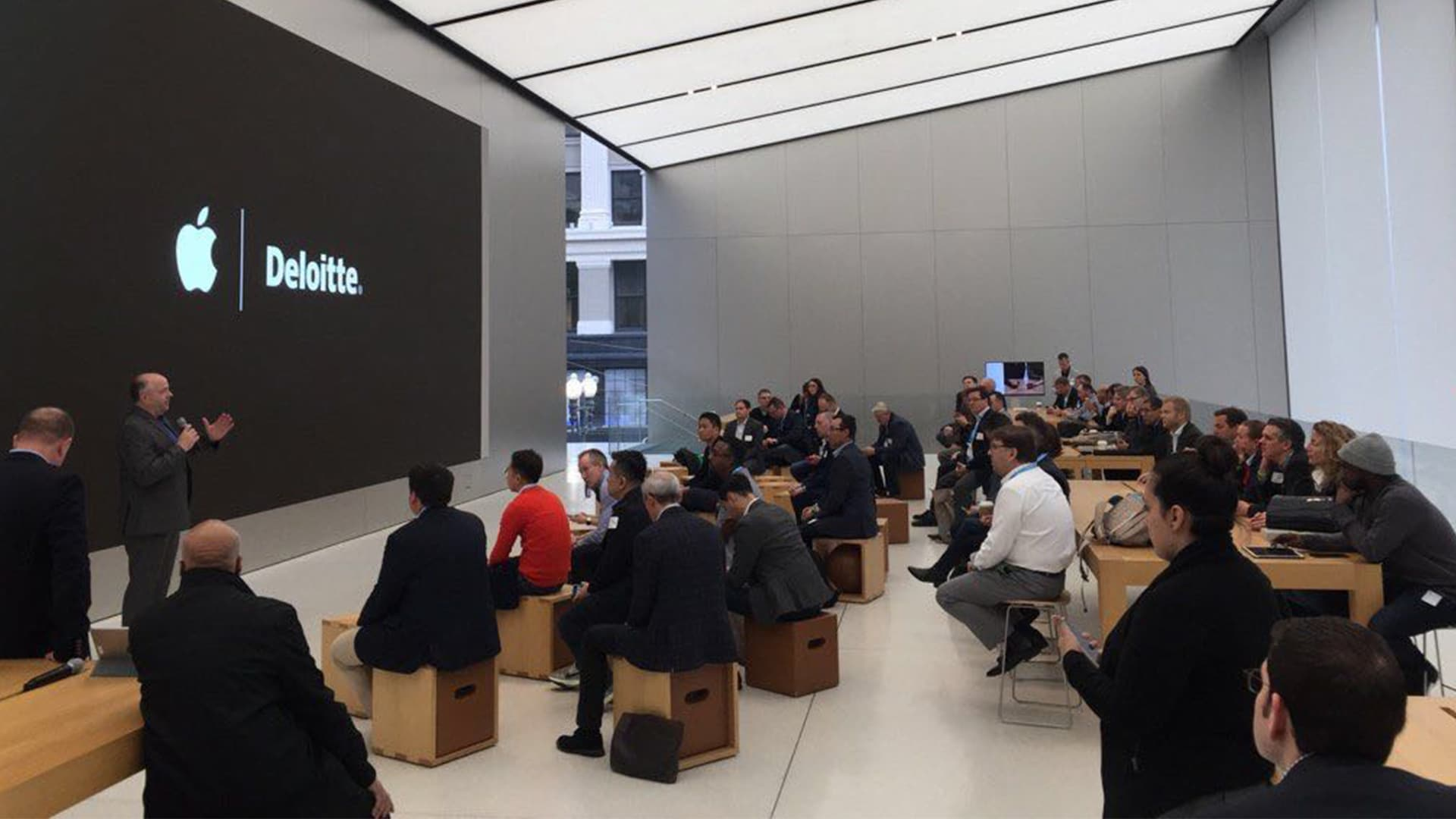 Deloitte breakfast at Apple Store
